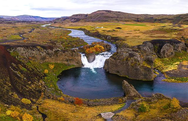 hjalparfoss-waterfall-iceland-game-of-thrones