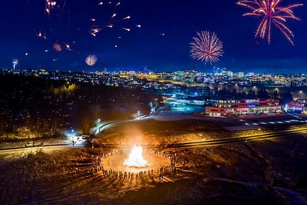 Bonfire-Fireworks-Reykjavik.jpg