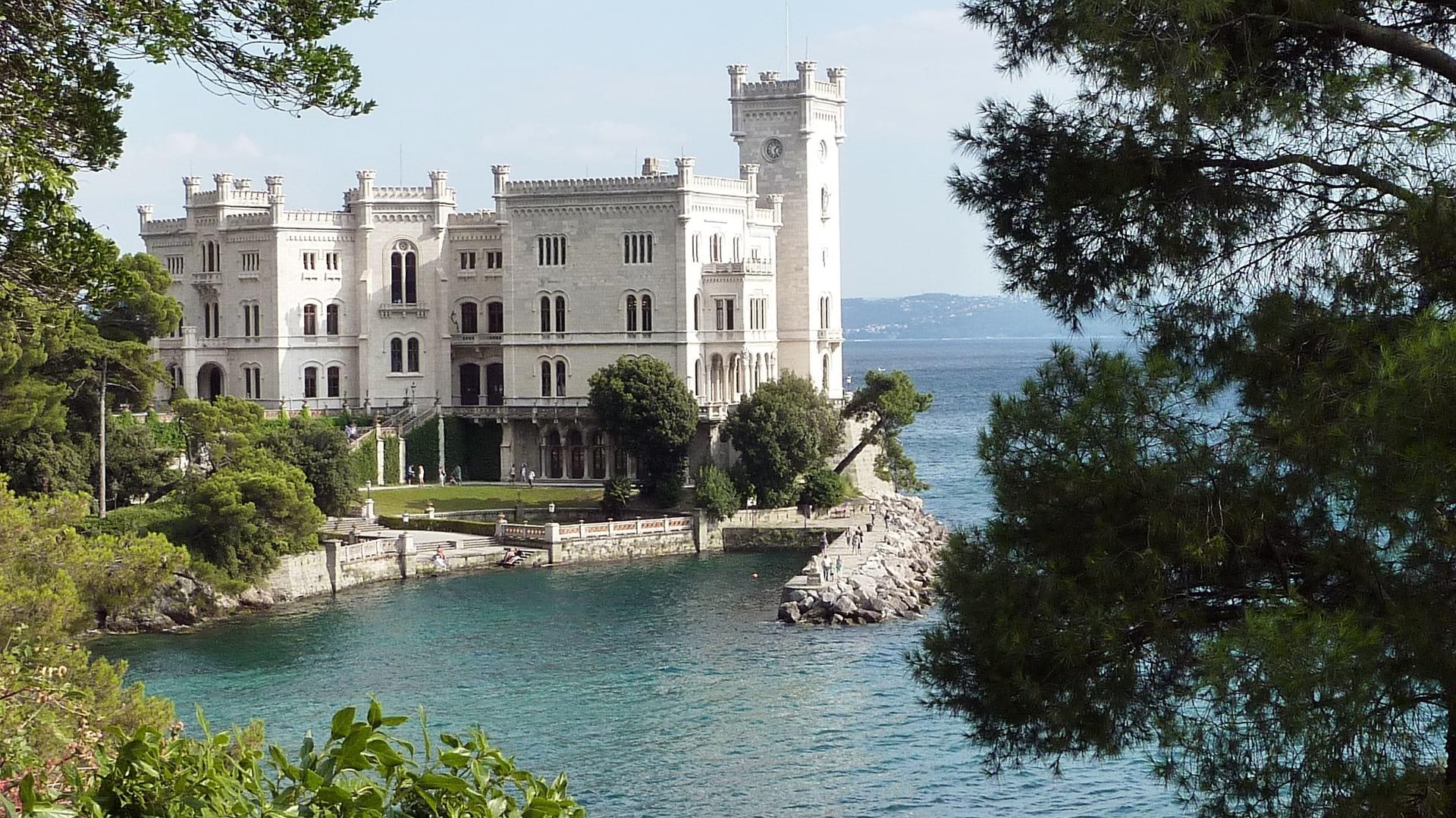 FRIULI VENEZIA GIULIA castello di miramare image
