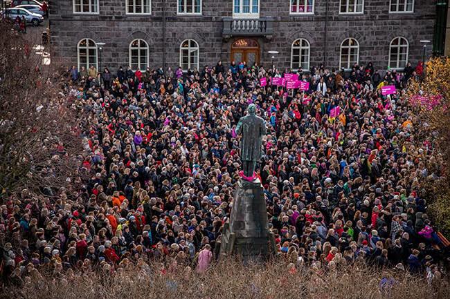 Crowd-of-women-demonstrating-kvennafridagurinn-Reykjavik-2016.jpg