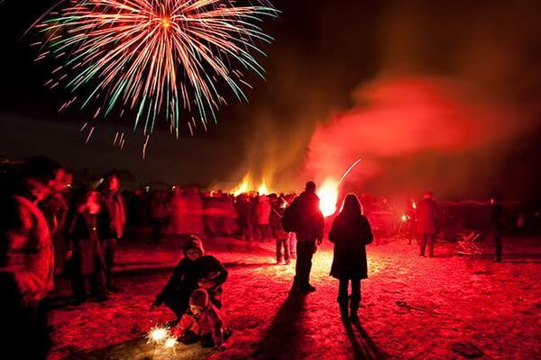 Fireworks-bonfire-Reykjavik.jpg