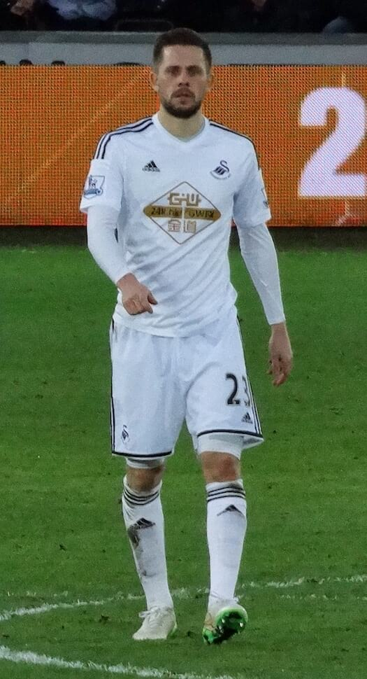 Gylfi-Sigurdsson-Famous-people-from-Iceland-footballer-swansea.jpg