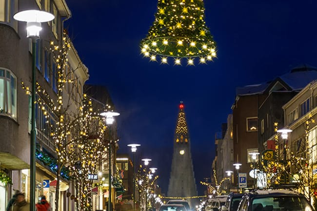 Hallgrimskirkja-Christmas-lighs.jpg