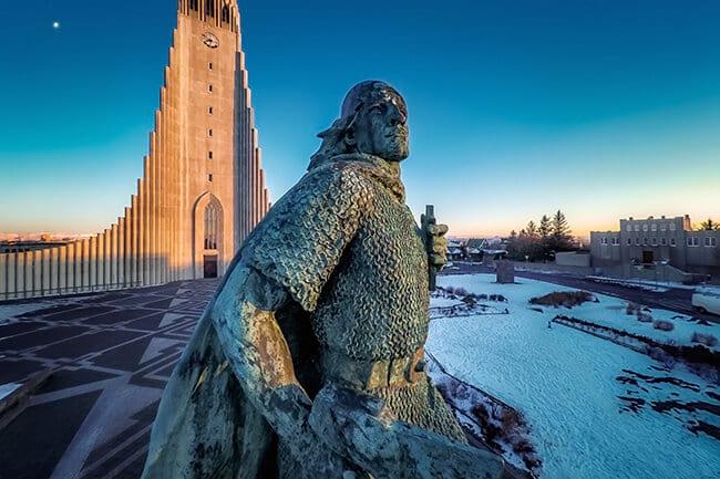 Hallgrimskirkja-Leifur-Eriks-statue.jpg