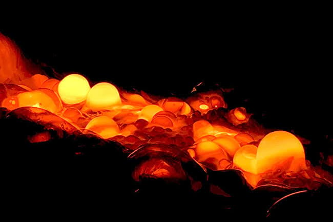 Icelandic-Lava-Show-boiling-lava.jpg