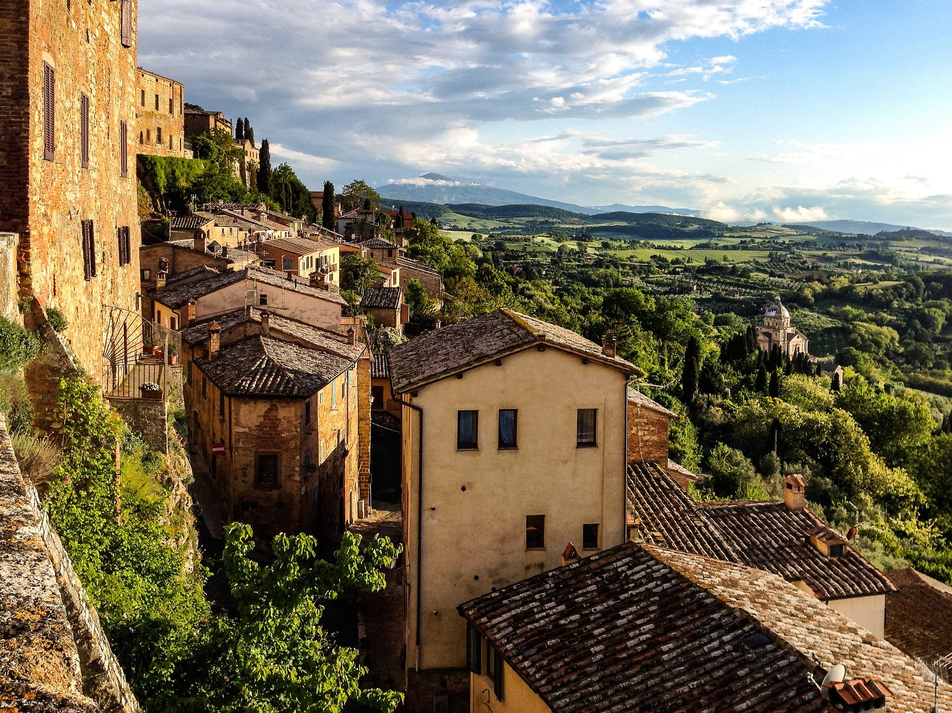 TOSCANA village and country side image
