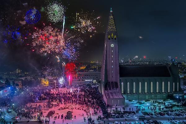 New-Years-Eve-Fireworks-Hallgrimskirkja.jpg
