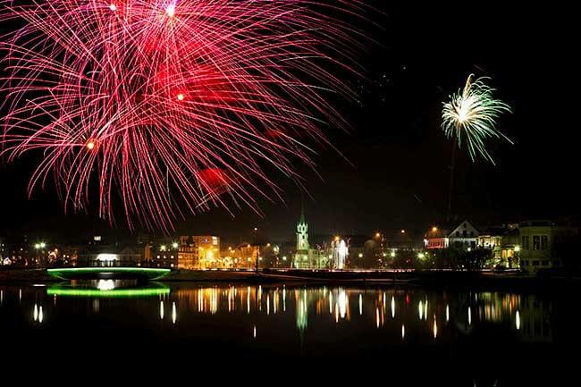 New-Years-Eve-fireworks-Tjornin-Reykjavik.jpg