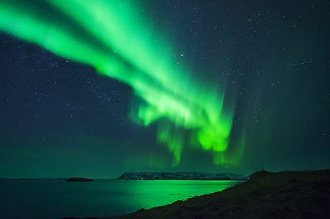 Northern-lights-over-ocean