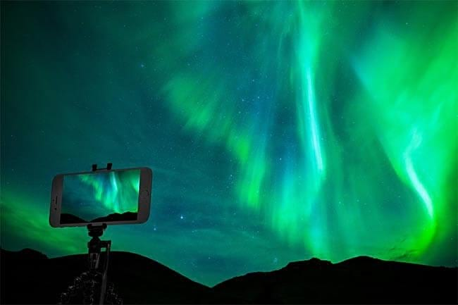 photographing-northern-lights-in-iceland