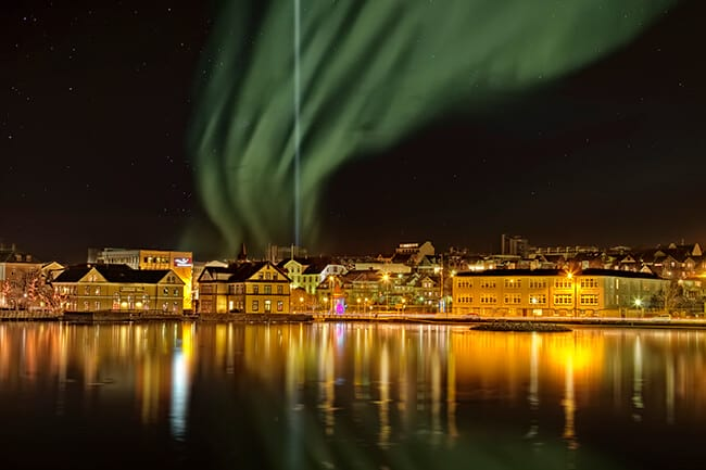 Reykjavikurtjorn-northern-lights-peace-tower.jpg