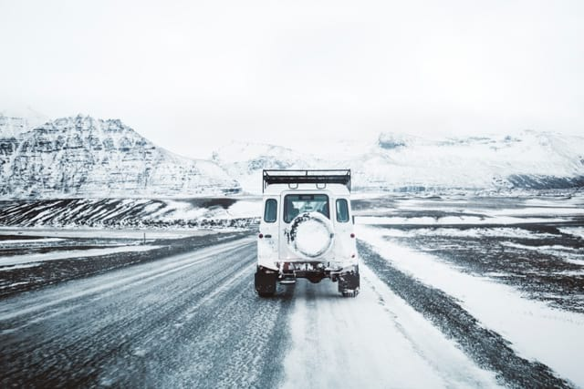 driving-in-iceland-and-using-blinkers
