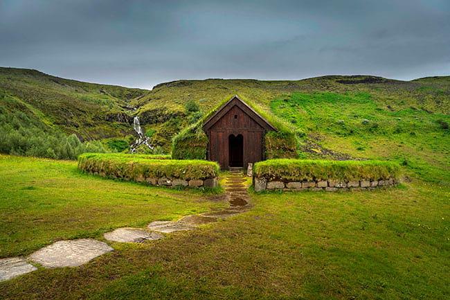 Stong-turf-house-Iceland.jpg