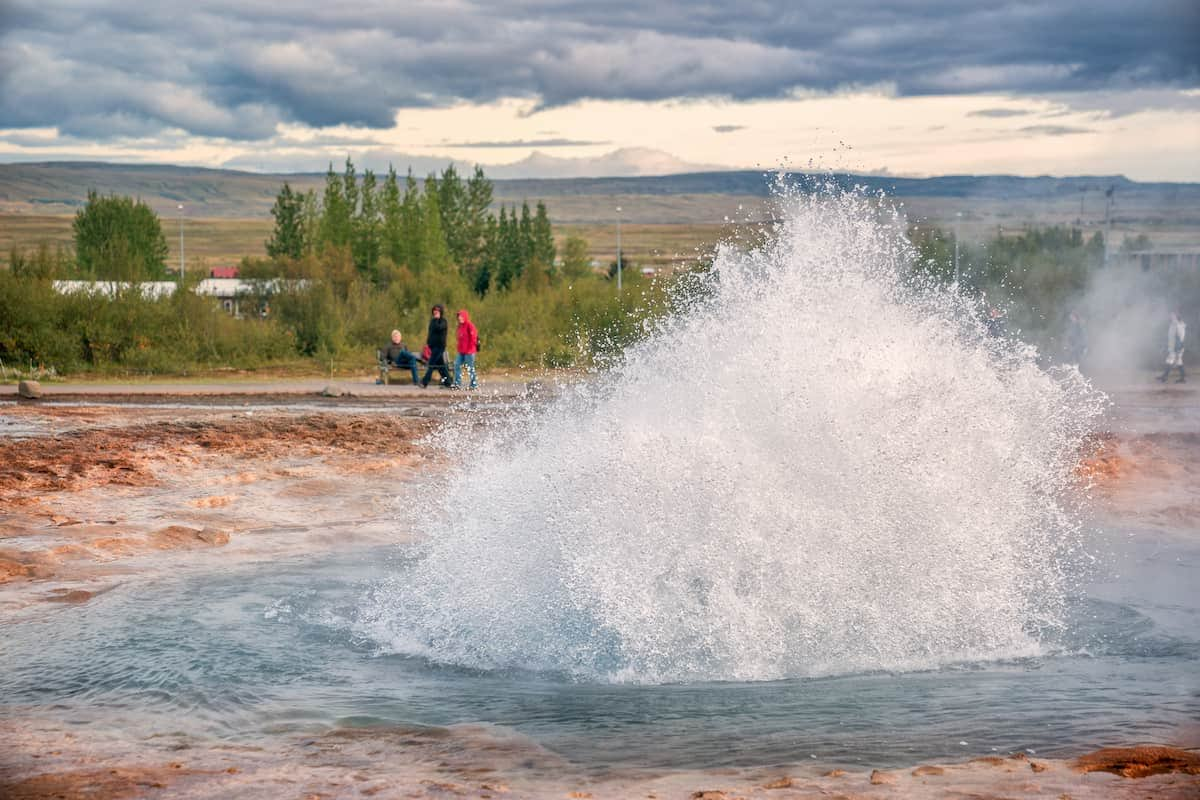 geyser-strokkur-erupting