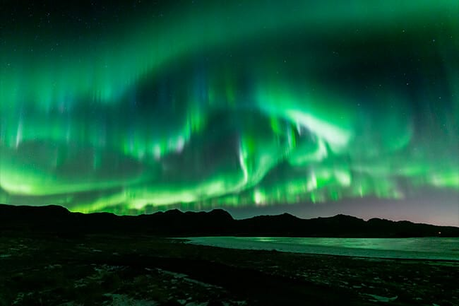 Swirling-green-northern-lights-Iceland